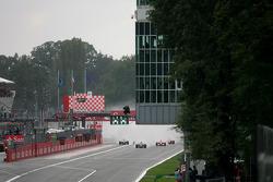 Start: Sebastian Vettel, Scuderia Toro Rosso leads the field