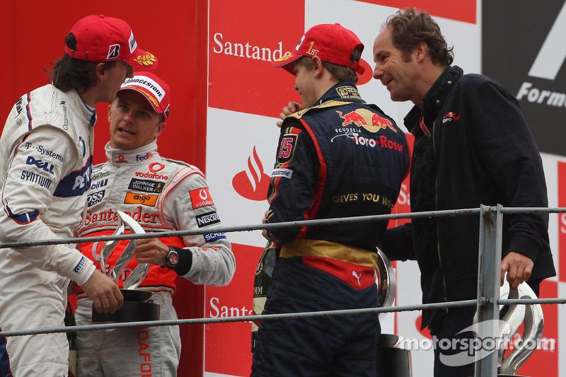 Podio: el ganador Sebastian Vettel, el segundo Heikki Kovalainen, el tercero Robert Kubica