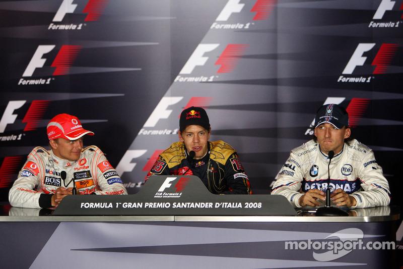 Rueda de prensa: el ganador Sebastian Vettel, el segundo Heikki Kovalainen, el tercero Robert Kubica