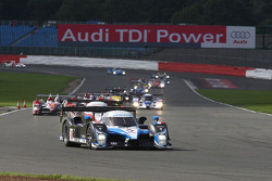 #8 Team Peugeot Total Peugeot 908 HDi-FAP: Pedro Lamy, Stéphane Sarrazin leads the field