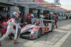 Pit stop for #2 Audi Sport Team Joest Audi R10 TDI: Alexandre Prémat, Mike Rockenfeller