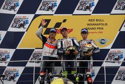 Podio: ganador de la carrera Valentino Rossi; Nicky Hayden el segundo lugar y tercer lugar Jorge Lorenzo