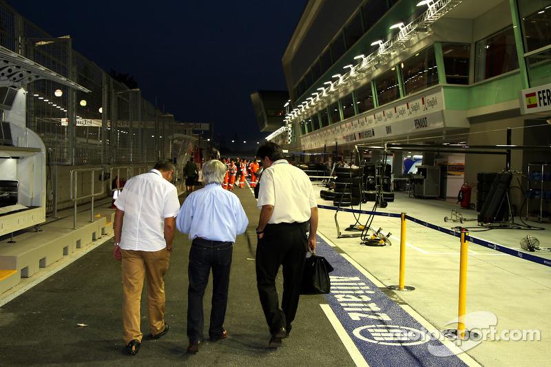 Bernie Ecclestone, President and CEO of Formula One Management and Pasquale Lattuneddu, FOM, Formula