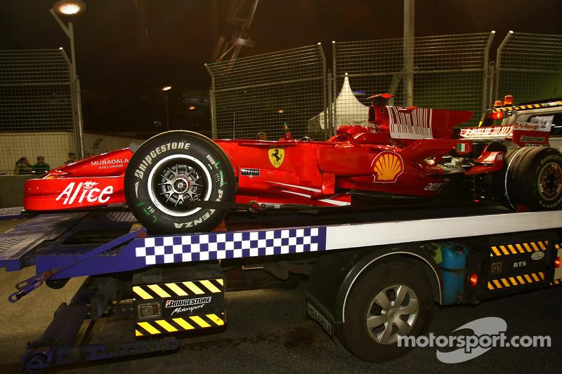 Kimi Raikkonen, Scuderia Ferrari, F2008, stopped