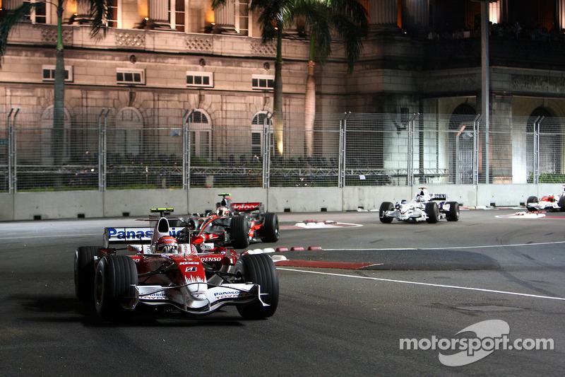 Timo Glock, Toyota F1 Team, TF108; Heikki Kovalainen, McLaren Mercedes, MP4-23