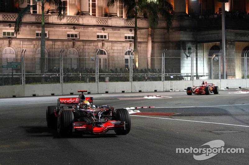 Lewis Hamilton, McLaren Mercedes, MP4-23; Kimi Räikkönen, Scuderia Ferrari, F2008