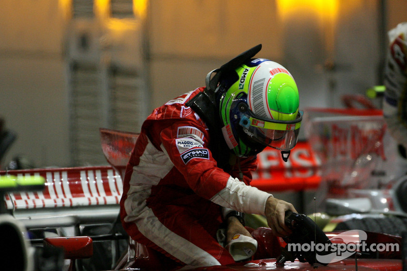 Felipe Massa finishes 13th