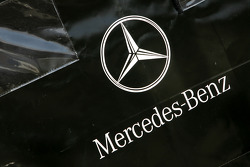 Mercedes engine travel box