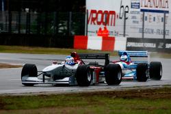 The fight for 1st position; #1 Klaas Zwart, Benetton B197, #13 Phillip Keen, Benetton B194