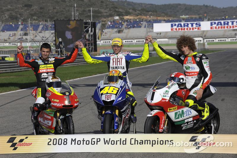 Celebración del título con Marco Simoncelli y Mike Di Meglio