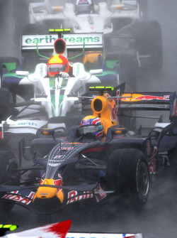 Arrancada: Mark Webber, Rubens Barrichello y David Coulthard