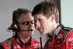 Carl Edwards talks with crew chief Bob Osbourne
