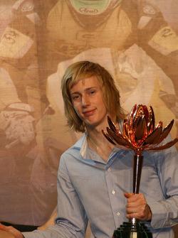 Brendon Hartley con su premio