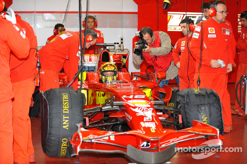Valentino Rossi en el Ferrari F2008