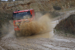 Team de Rooy: Hugo Duisters, Yvo Geusens, Michel Huisman test the GINAF X2223 rally truck