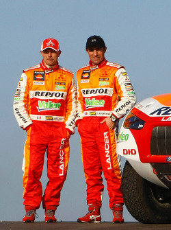 Repsol Mitsubishi Ralliart Team: driver Stéphane Peterhansel and co-driver Jean-Paul Cottret with the #300 Mitsubishi Lancer