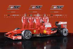 Marc Gene, Felipe Massa, Kimi Raikkonen y Luca Badoer con el nuevo Ferrari F60