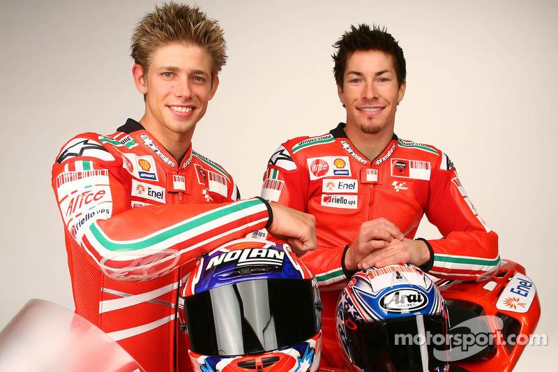 Casey Stoner et Nicky Hayden avec la nouvelle Ducati Desmosedici GP9