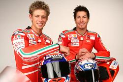 Casey Stoner en Nicky Hayden met de nieuwe Ducati Desmosedici GP9