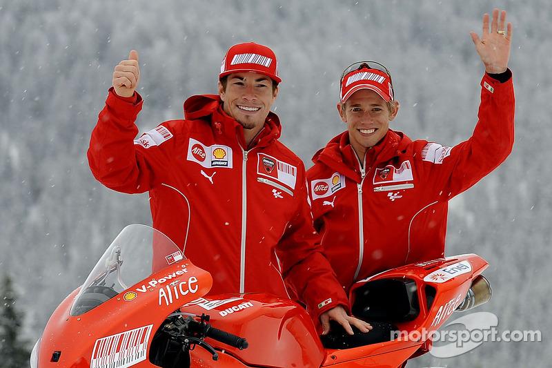 Nicky Hayden et Casey Stoner avec la nouvelle Ducati Desmosedici GP9