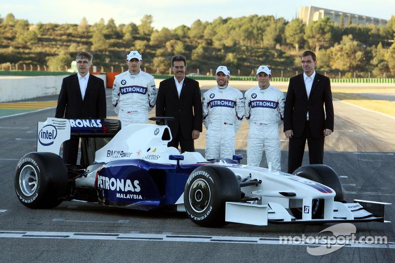 Walter Riedl, Robert Kubica, Dr. Mario Theissen, Nick Heidfeld, Christian Klien and Markus Duismann with the new BMW Sauber F1.09