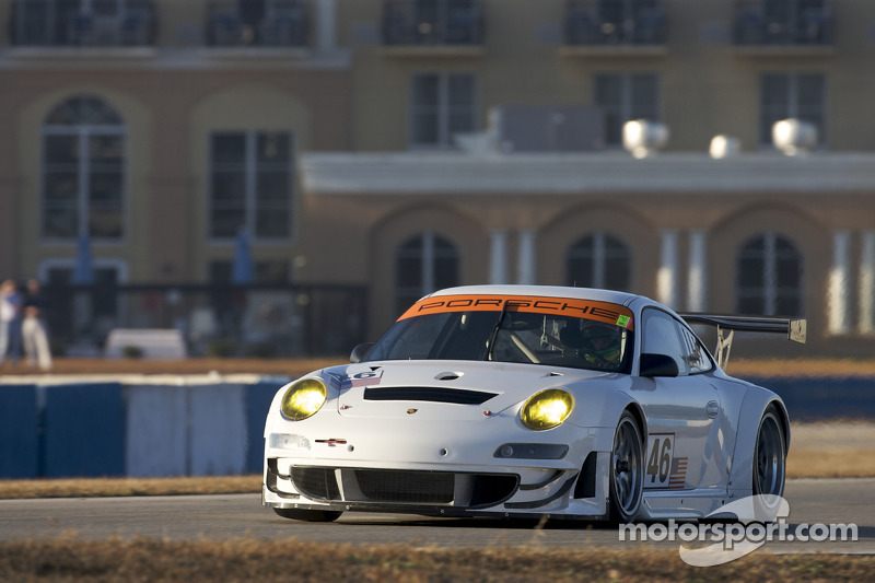 #46 Flying Lizard Motorsports Porsche 911 GT3 RSR: Jorg Bergmeister, Patrick Long, Seth Neiman, Darren Law, Johannes van Overbeek