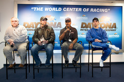 Victory Junction-Orbit Racing press conference: Leo Hindery Jr., Kyle Petty, Bill Lester et Darren Manning