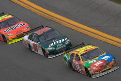 Kyle Busch, Joe Gibbs Racing Toyota, Dale Earnhardt Jr., Hendrick Motorsports Chevrolet, Jeff Gordon, Hendrick Motorsports Chevrolet
