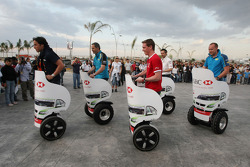 Action in the city for the Fans, driver give autographs and do some competitions for the fans