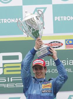Diego Nunes célèbre sa première victoire en GP2 Asia sur le podium