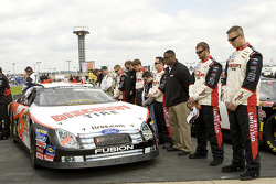 David Ragan and Discount Tire Ford crew members during National Anthem