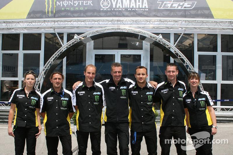 Los miembros del equipo 3 Tech posan para una foto de grupo