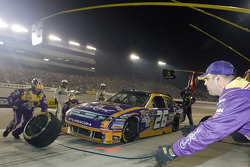 Pit stop for Jamie McMurray, Roush Fenway Racing Ford
