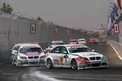 Alex Zanardi, BMW Team Italy-Spain, BMW 320si and Franz Engstler, Liqui Moly Team Engstler, BMW 320si
