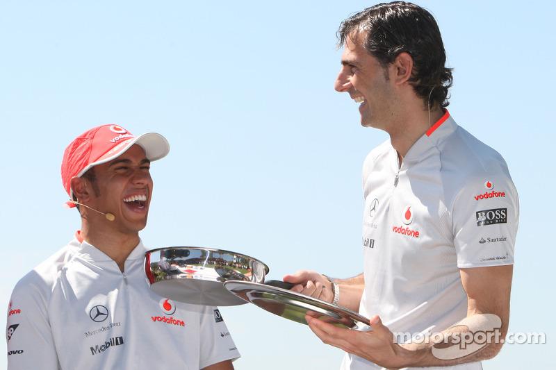 Pedro de la Rosa, Test Driver, McLaren Mercedes, Lewis Hamilton, McLaren Mercedes, cook a spanish omelette