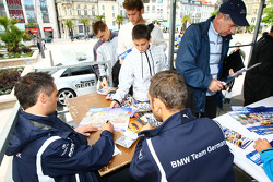 Andy Priaulx, BMW Team UK, BMW 320si and Jorg Muller, BMW Team Germany, BMW 320si at the Autograph S