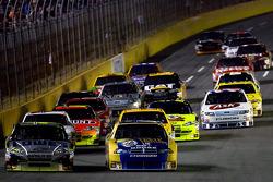 Start: Jimmie Johnson, Hendrick Motorsports Chevrolet and Kurt Busch, Penske Racing Dodge lead the field