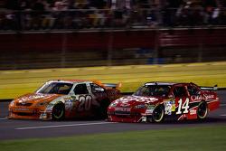 Joey Logano, Joe Gibbs Racing Toyota, Tony Stewart, Stewart-Haas Racing Chevrolet