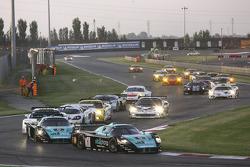 Start: #1 Vitaphone Racing Team Maserati MC 12: Michael Bartels, Andrea Bertolini leads the field