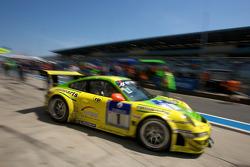 Boxenstopp: #1 Manthey Racing GmbH, Porsche 911 GT3 RSR: Timo Bernhard, Marc Lieb, Romain Dumas, Marcel Tiemann