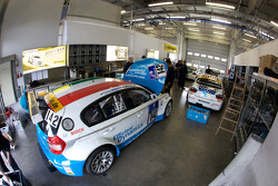 #142 BMW Team Hungary powered by Efficient Dynamics BMW 120d