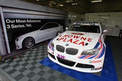 Pit of Andy Priaulx, BMW Team UK, BMW 320si