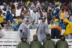 Fans watch Joey Logano win due to rain
