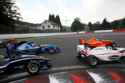 Jolyon Palmer, Philipp Eng, Jack Clarke and Carlos Iaconelli at the start