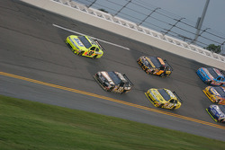 Paul Menard, Yates Racing Ford and Ryan Newman, Stewart-Haas Racing Chevrolet lead a group of cars