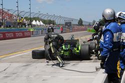 Ernesto Viso, HVM Racing makes a pit stop