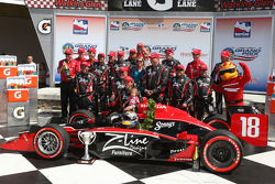 Podium: race winner Justin Wilson, Dale Coyne Racing, celebrates with his team