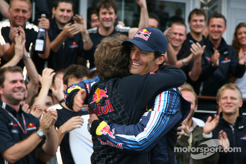 Race winner Mark Webber, Red Bull Racing celebrates with Christian Horner, Red Bull Racing, Sporting Director