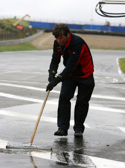 Audi mechanic cleaning the pitlane in front of the pitboxes