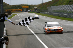 Gary Paffett, Team HWA AMG Mercedes C-Klasse taking the chequered flag to win the race